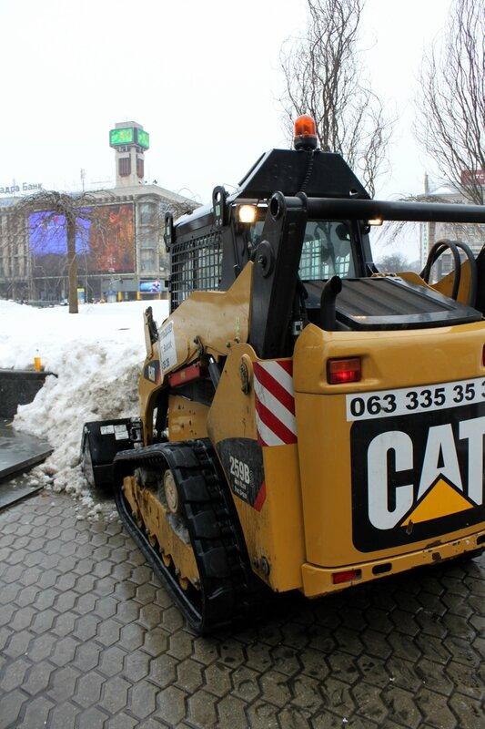 Уборка снега на Майлане Незалежности