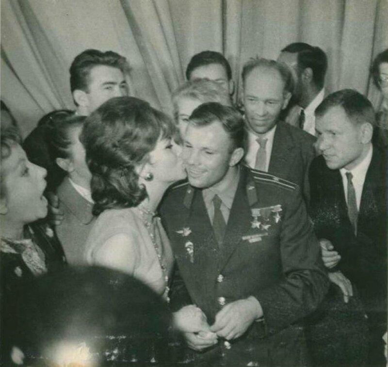 Джина и Гагарин.
