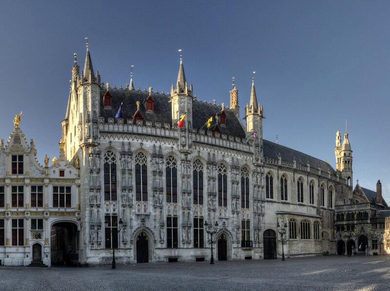 фасад ратуши Брюгге