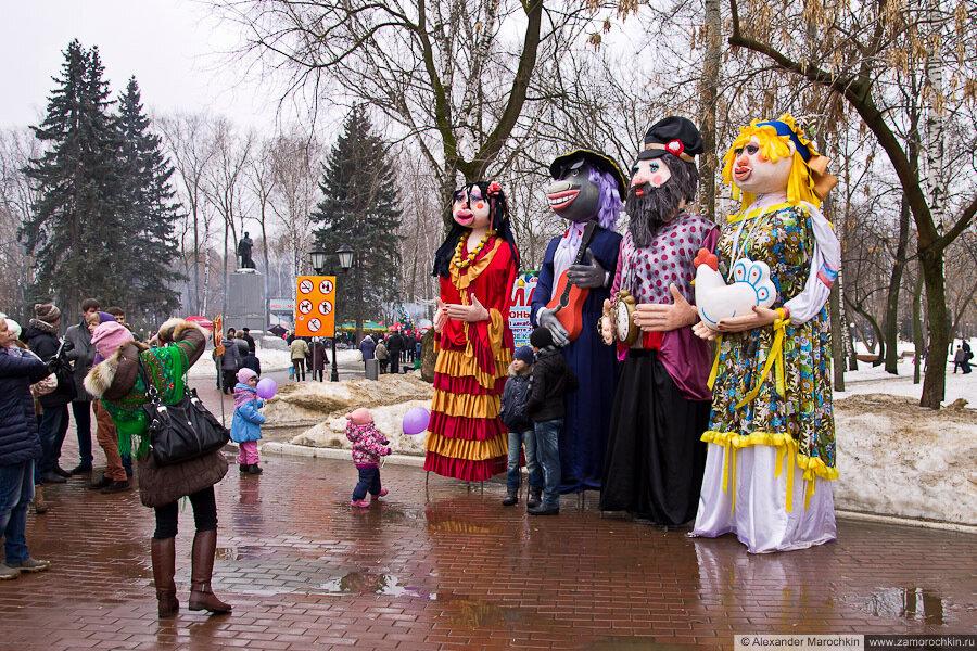 Гигантские куклы | Масленица в Саранске 17.03.2013