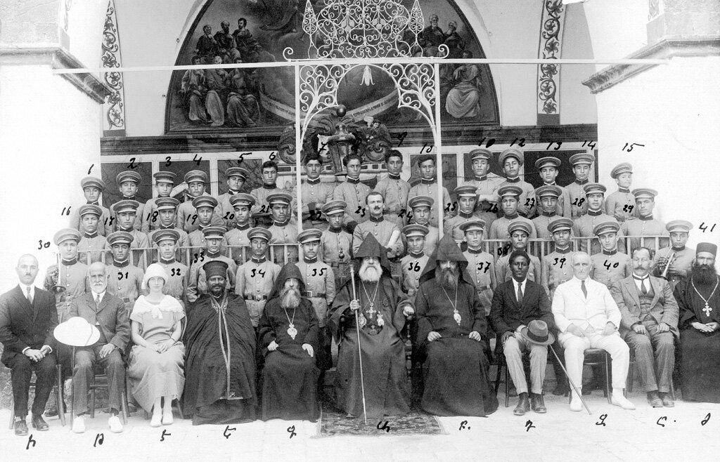 Духовой оркестр из детского дома незадолго до отъезда группы в Эфиопию вместе с  Егише Турианом, Монастырь св. Георгия Хозевита, 13 сентября 1924 года.