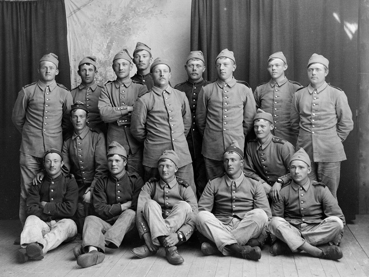 Группа солдат, ок. 1890-1910.