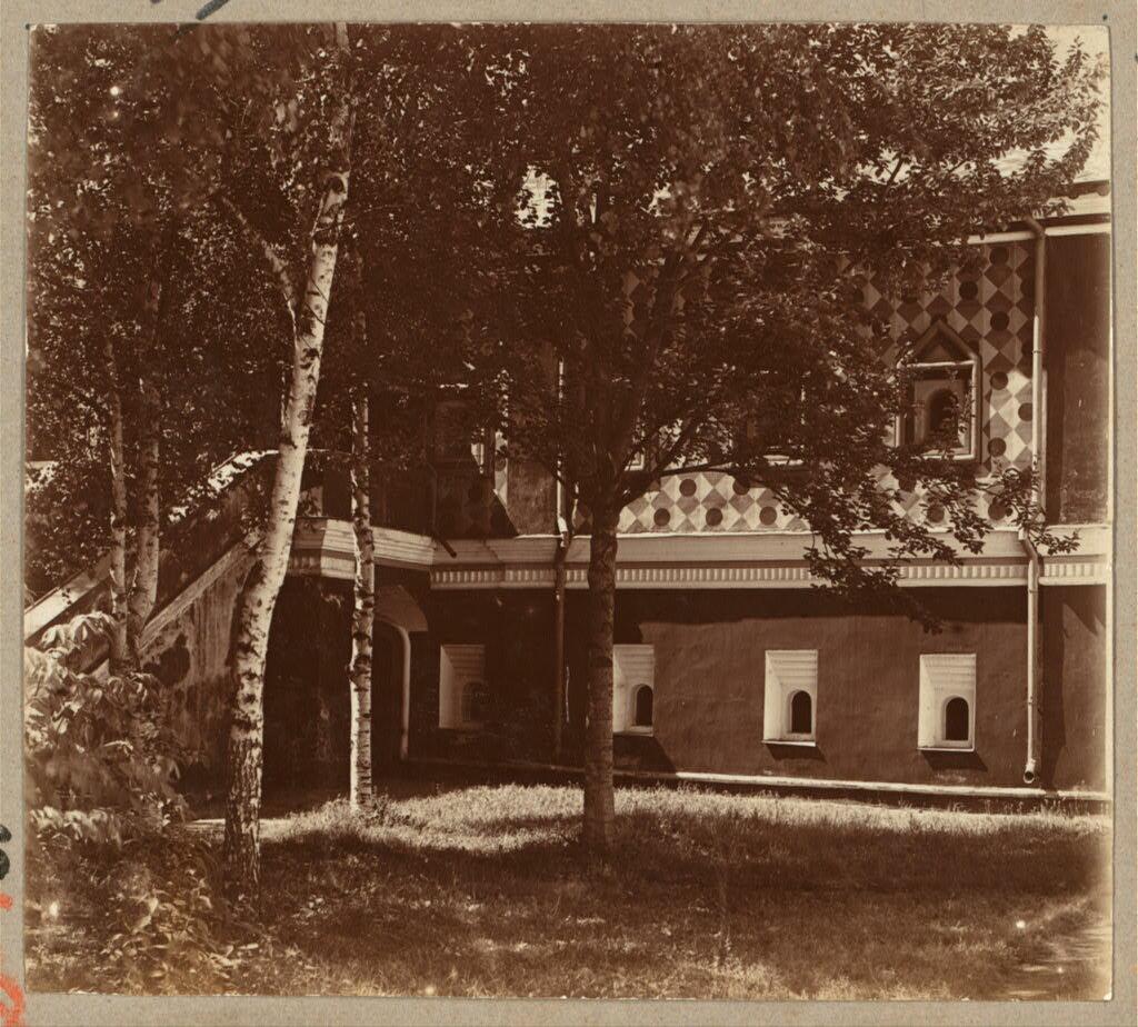 Дом Романовых в Ипатьевском монастыре (с правой стороны). 1910.