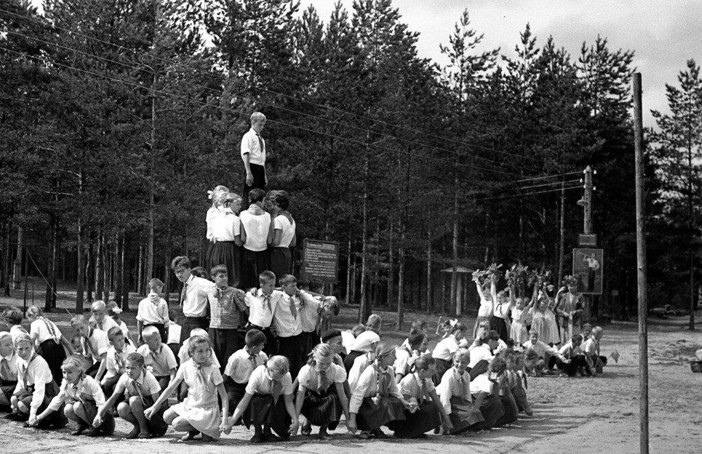 Пионерский лагерь. Живая композиция