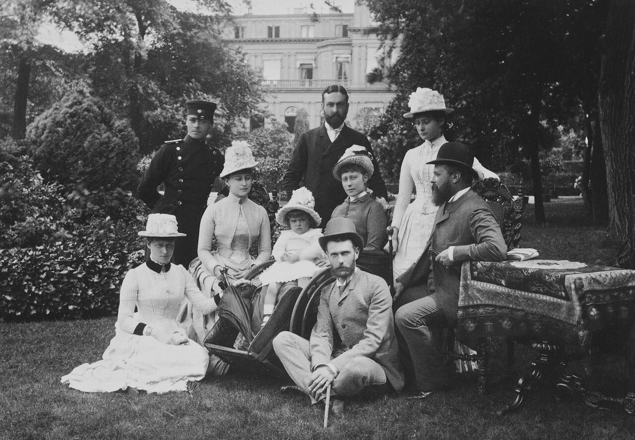 Ирена Гессенская, Эрнст Людвиг Гессенский, великий князь Сергей Александрович, Александра Фёдоровна, принц Луи Баттенберг, Людвиг IV Гессенский. июнь 1887.