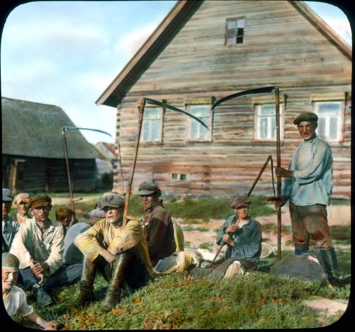 Крестьяне в деревне под Ленинградом