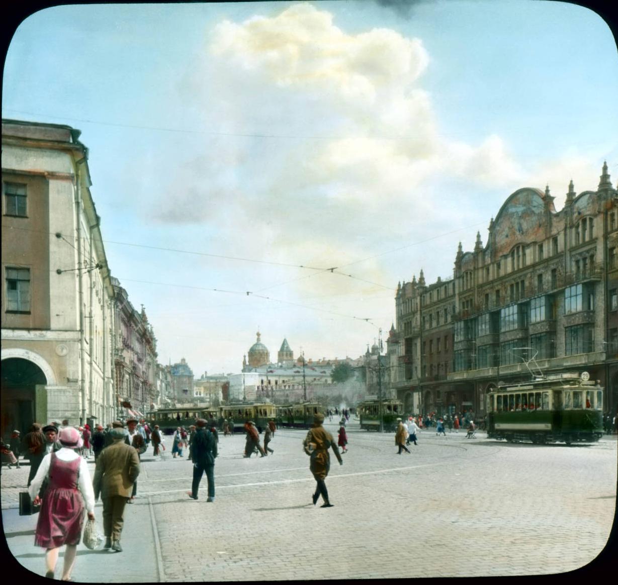 Москва. Уличная сцена в районе отеля