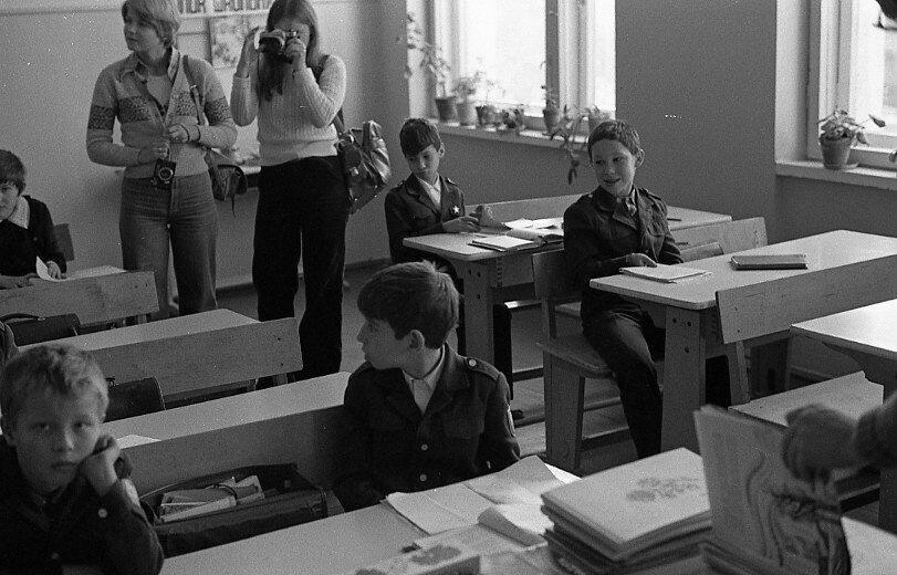Западные студенты на уроке в школе № 530