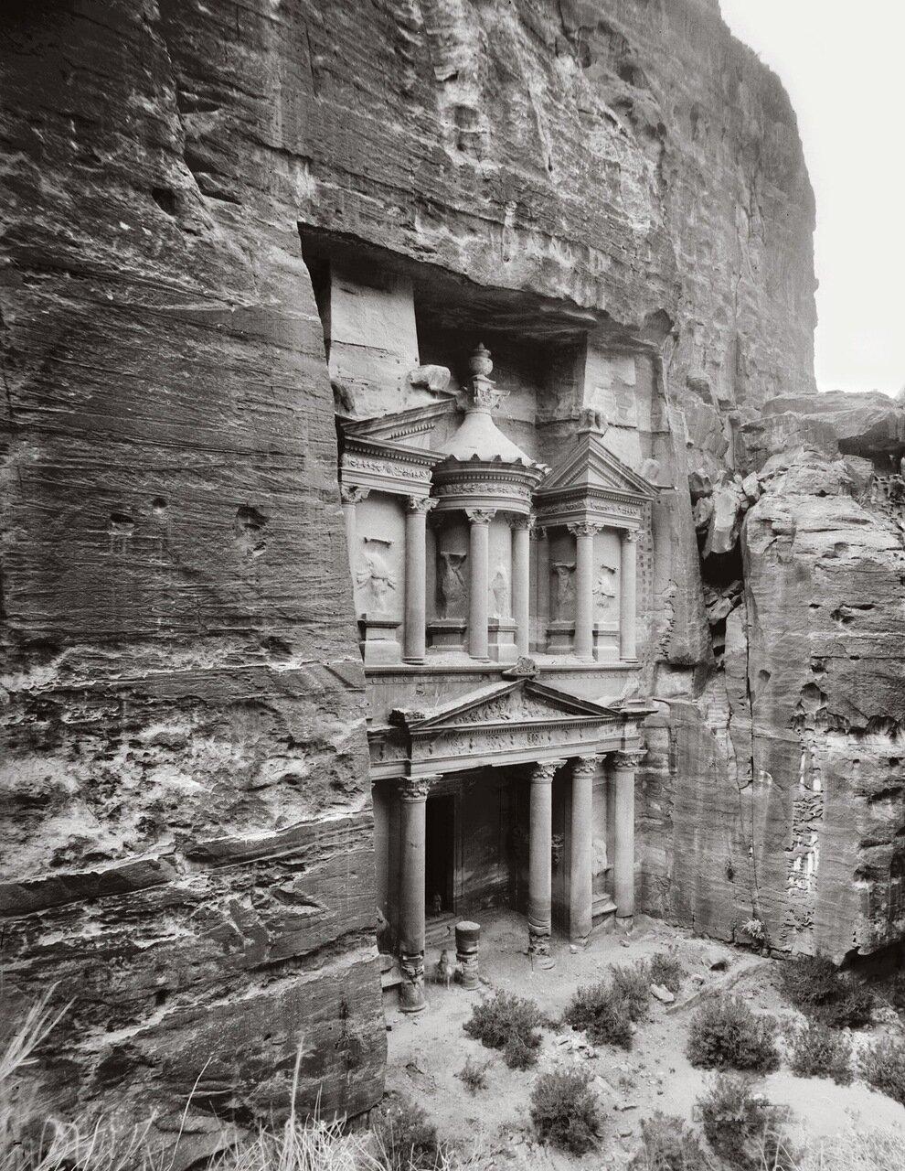 Храм Эль-Хазне с юго-востока. Петра,Трансиордания. 1900-1920 гг.