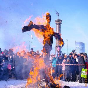 масленица, праздник, проводы зимы, наступление весны, зима, весна, выходные, сжигание чучела, санкт-петербург, блины, водка, икра, прощенное воскресенье, начало православного поста, православный пост