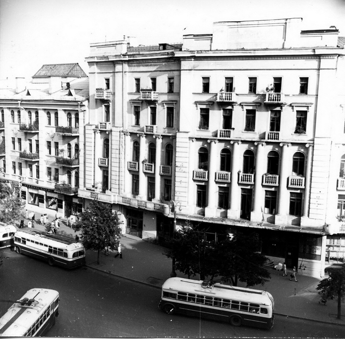 1957.09.02. Троллейбусы на площади Толстого. Фото: Селюченко М.