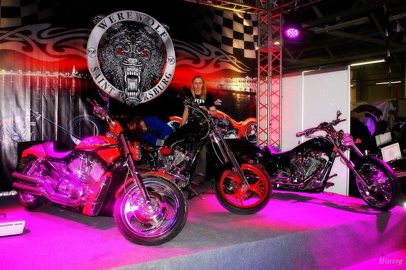 Мотоциклы мотоклуба «Werewolf MC» на сцене