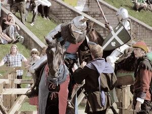 рыцарь готовится к поединку