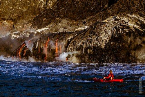 Опасное путешествие по реке среди огненной лавы