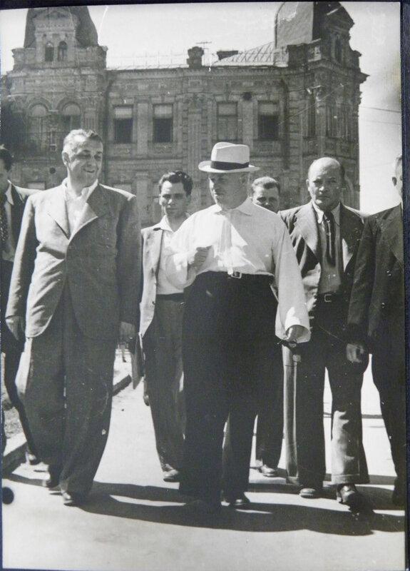 Хрущев в Киеве. 1944 г.