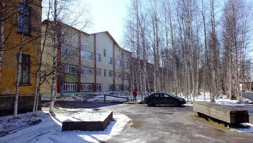 Фото города Инта №4142  Северная сторона детской поликлиники и больницы (Мира 12) 30.04.2013_12:50