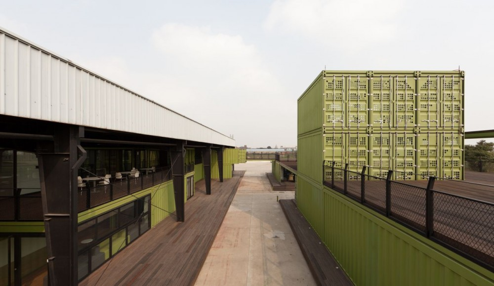 shipping-containers-architecture-tony-s-farm-playze-3.jpg