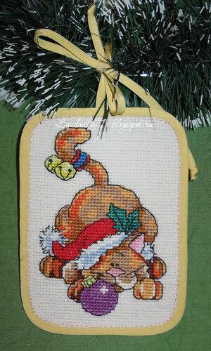 Рождественские коты (Dimensions), Рождественские коты, Dimensions, елочные игрушки, елочные украшения, игрушки на елку своими руками, новогодние котики, новогодние коты, кот с подарками, кот Санта, Кот играется, кот с мышкой поют, кот на коньках, рыжий кот, кот с шаром, кот в шапке, кот с бубенчиками