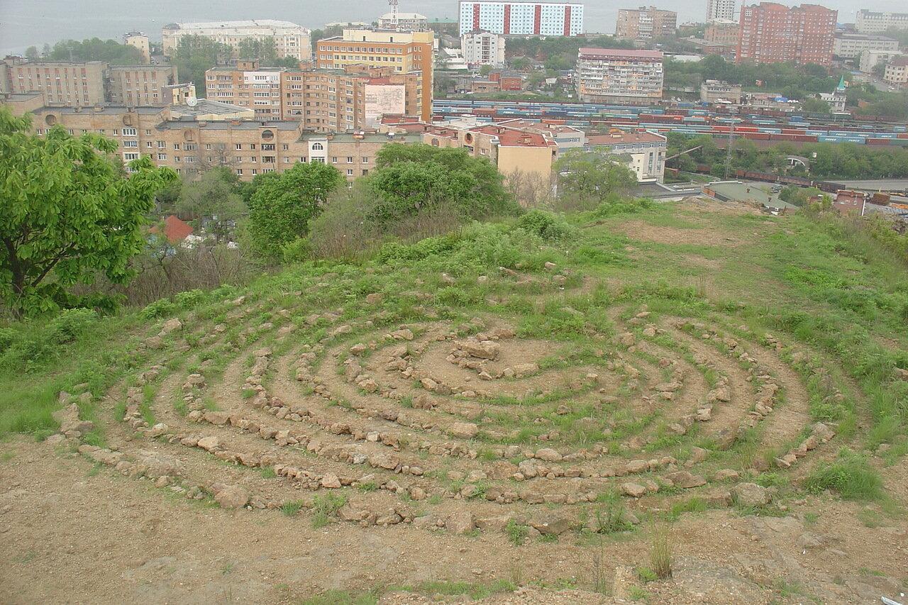 Владивосток. Сопка Крестовая. Сад камней.