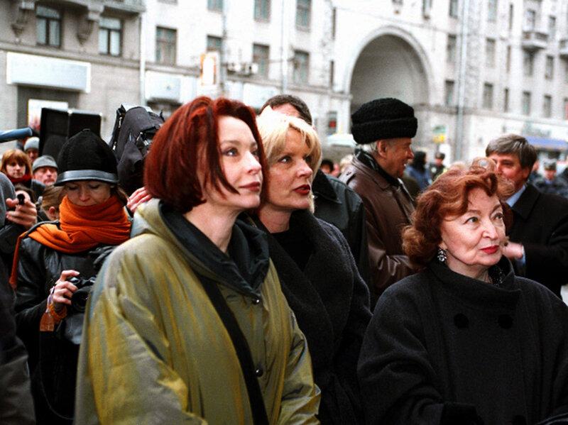 Лидия, Марианна и Анастасия Вертинские на церемонии открытия мемориальной доски Александру Вертинскому