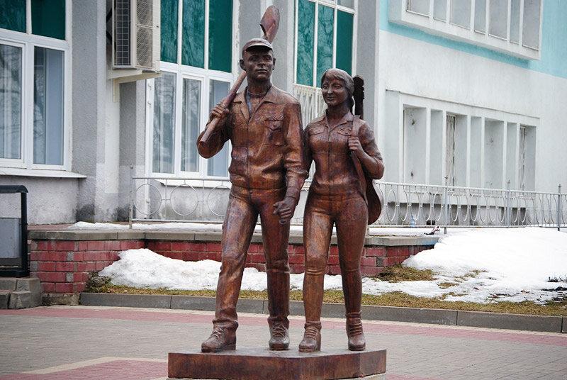 Памятник стройотрядовцам в Белгороде, фото Sanchess