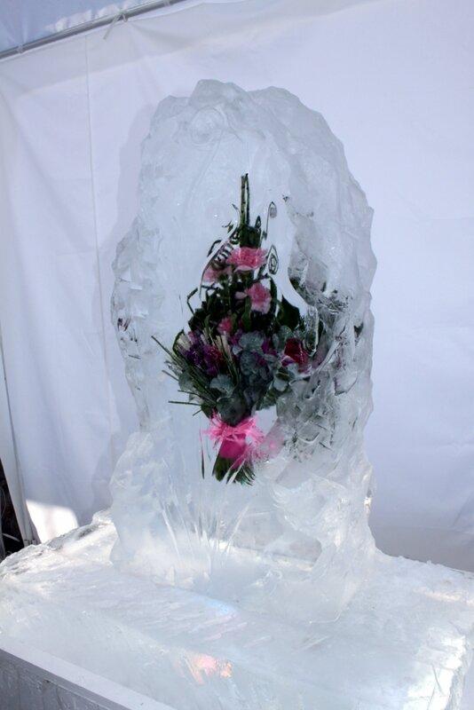 Цветочная композиция во льду