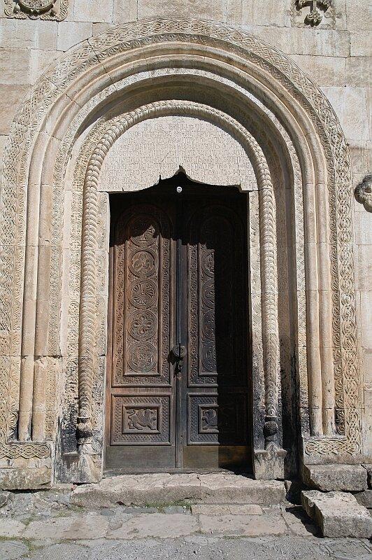 Главный вход в церковь Баракони