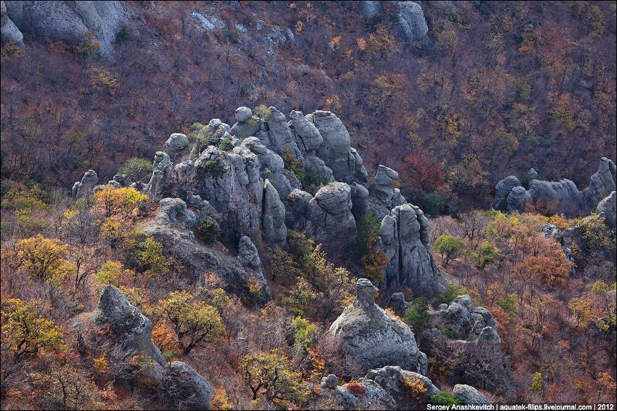 Каменные статуи Долины Привидений