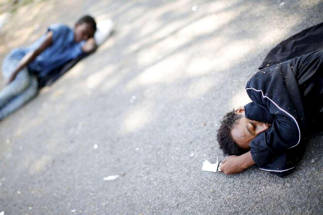 Ж/д вокзал итальянского Милана превратился в бомжатник: Миграционная политика ЕС (21)