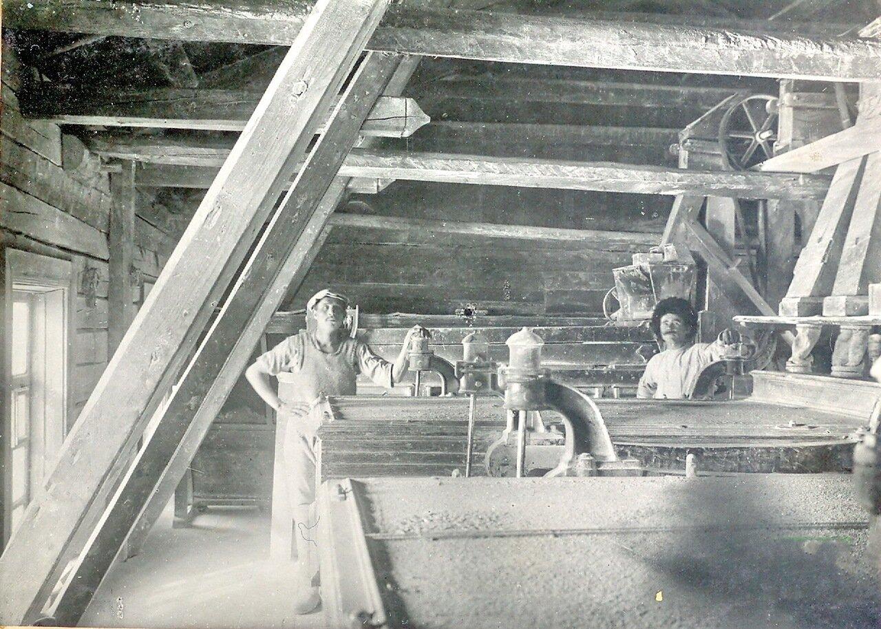 Раcсевной отдел вальцево-механической мельницы купца Каримова 4 этаж. Пржевальск. 1914