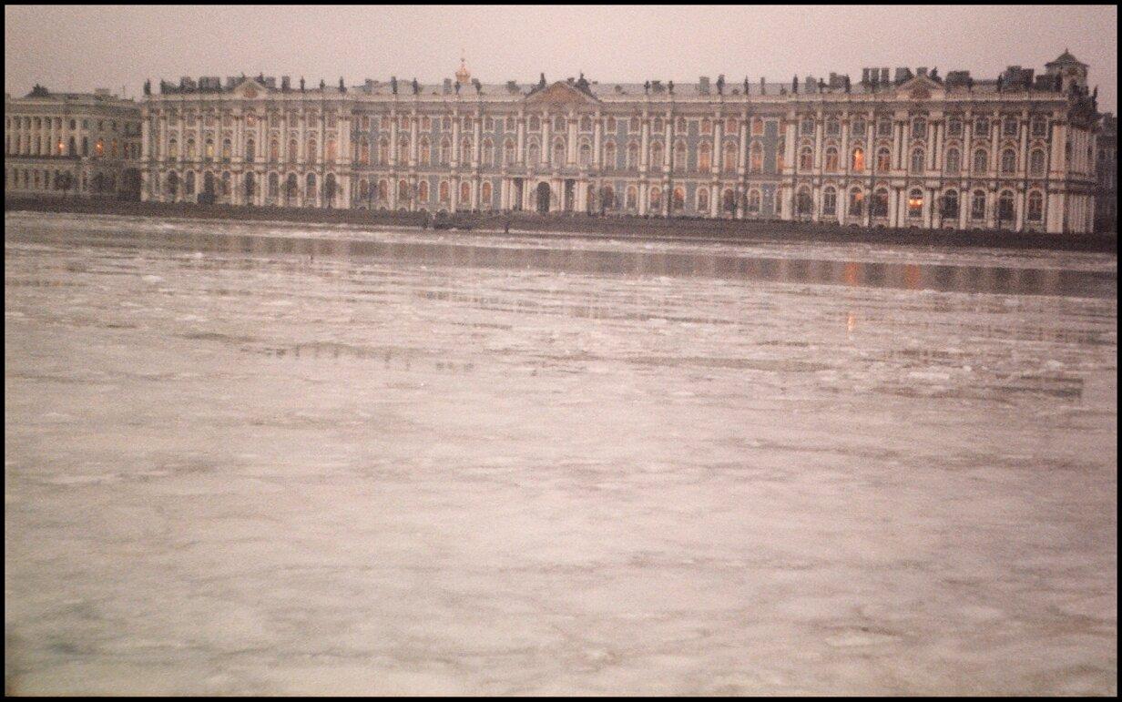 Зимний дворец через Неву