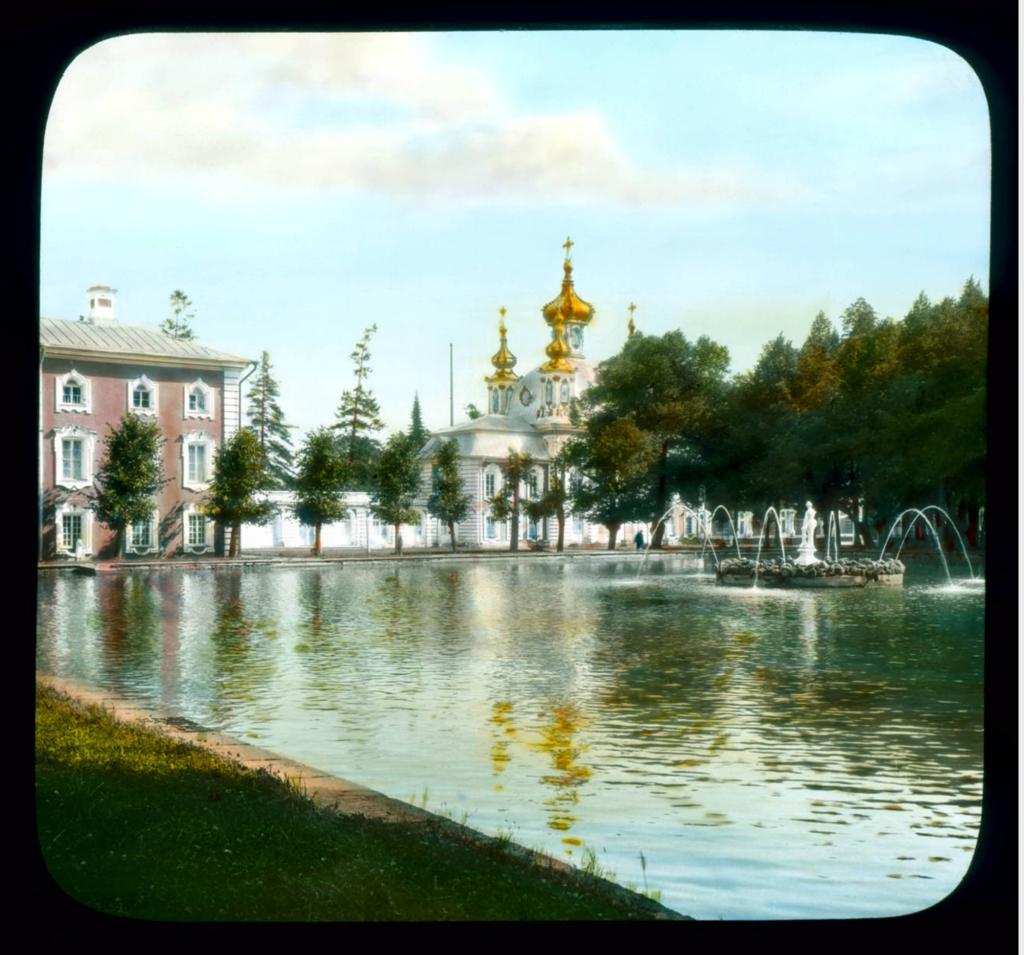 Петергоф, парк: вид на часовню и фонтан
