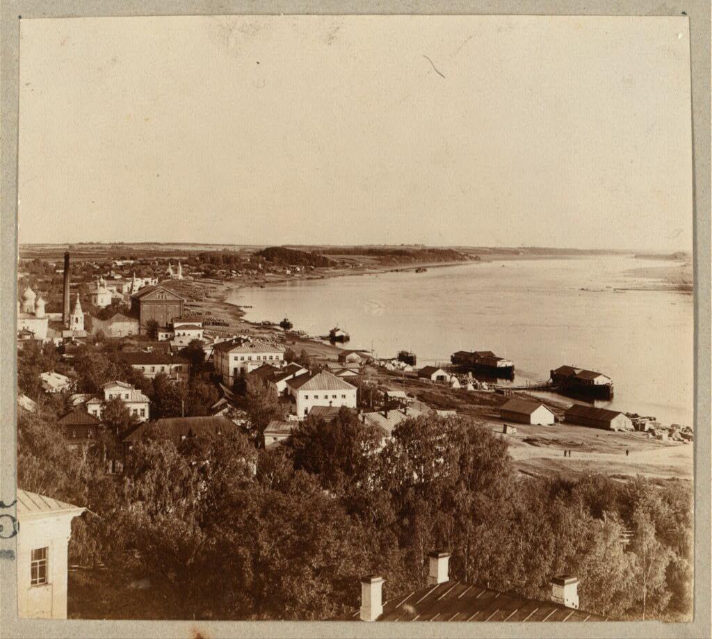 Кострома. Вид с колокольни на набережную Волги. 1910.