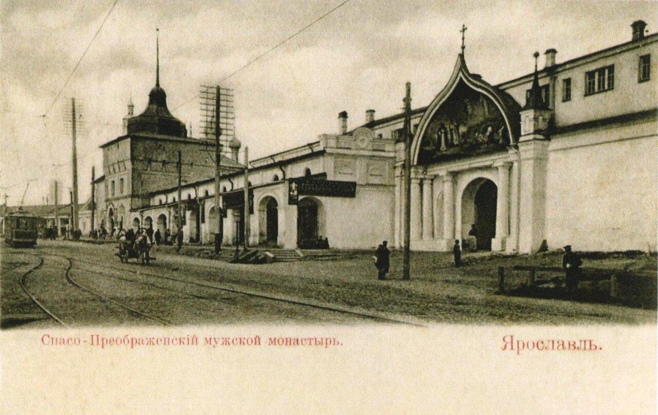 Богородицкая башня и Западная стена Спасо-Преображенского монастыря.