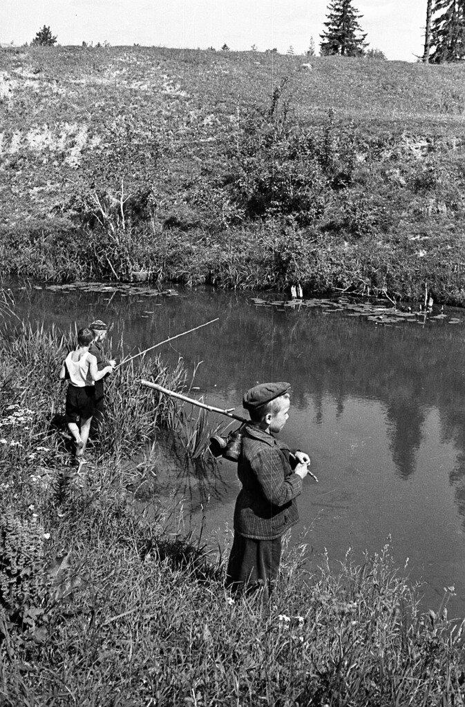 Маленькие рыбаки.
