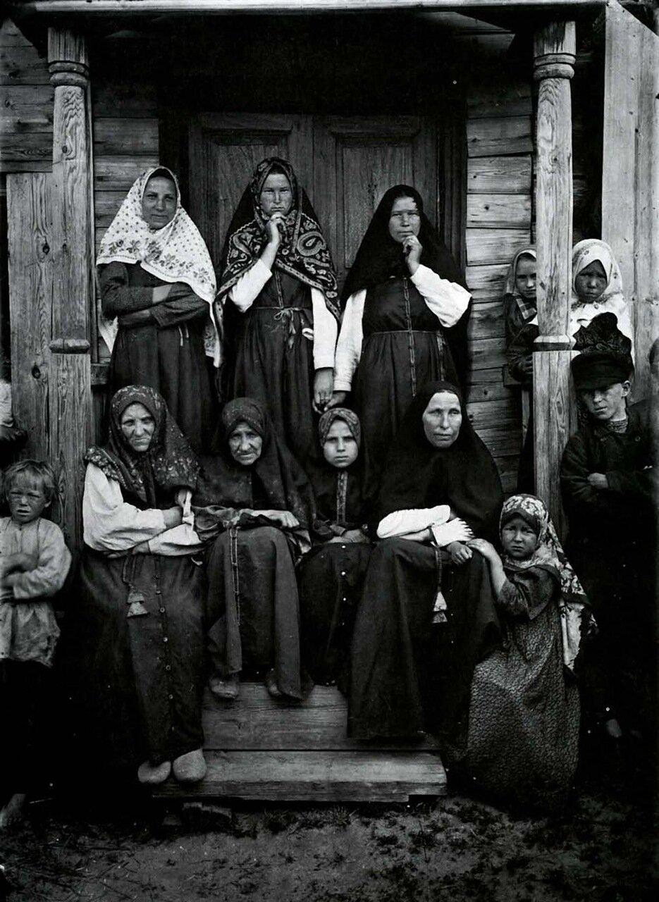 Типы раскольниц-поморок. Семеновский уезд. 1897 г.