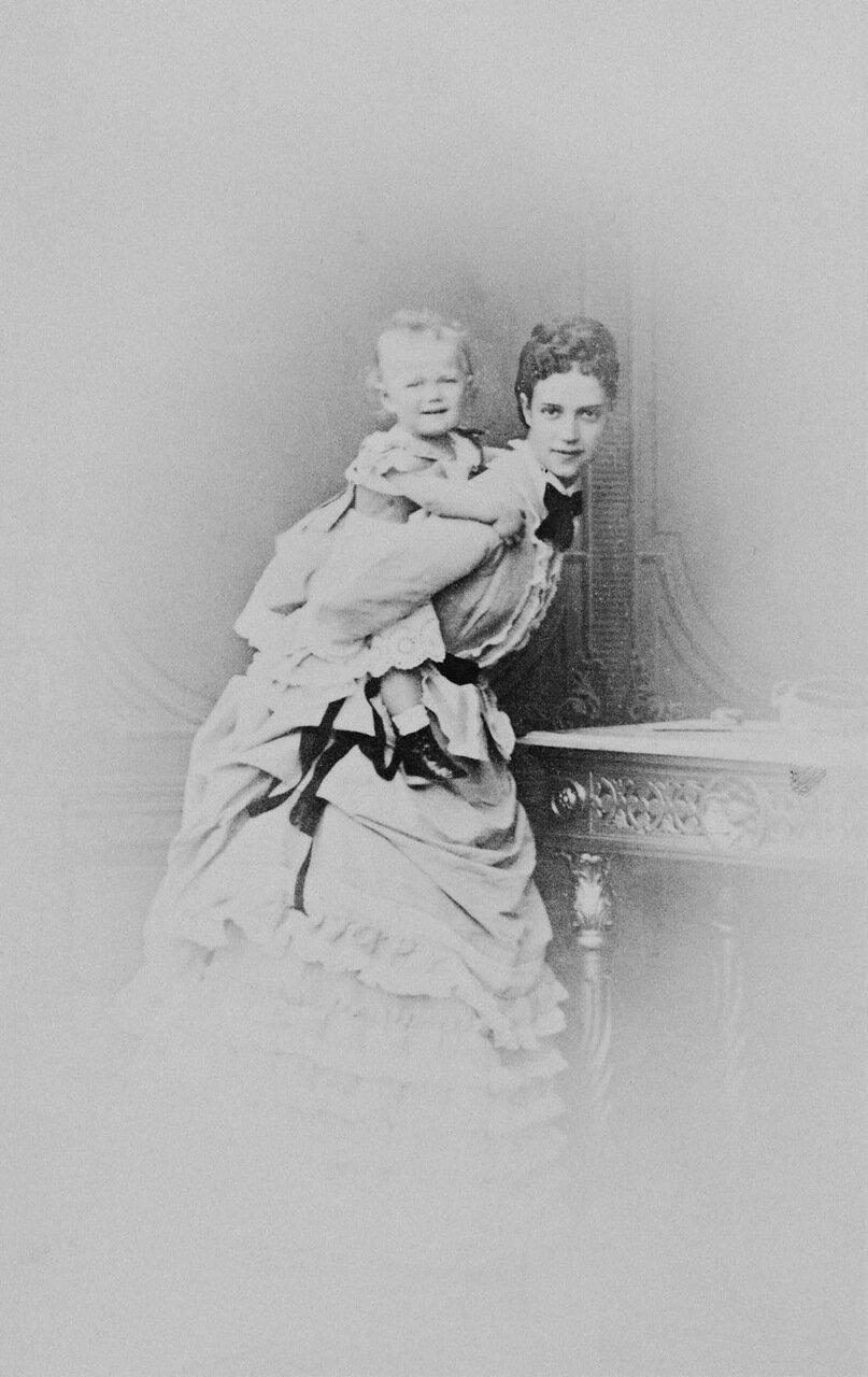 Марии Федоровна с сыном Николаем Александровичем.1870 г