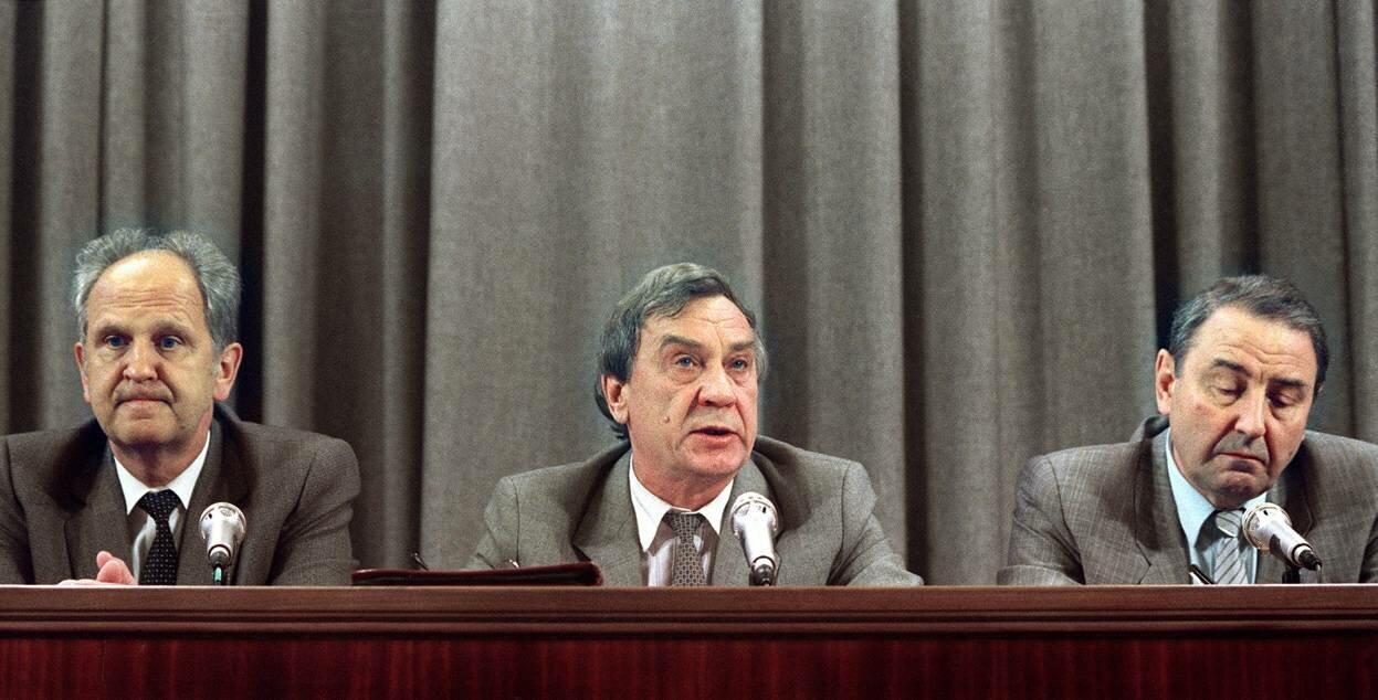 Лидеры августовского путча: министр внутренних дел Борис Пуго, вице-президент Геннадий Янаев и Олег Бакланов