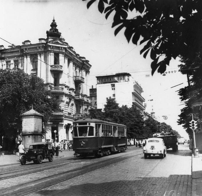 1953.06. Угол улиц Владимирской и Ворошилова (теперь улица Ярославов Вал)