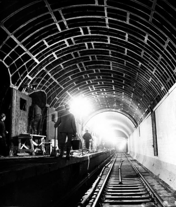 1963.04.04. Тоннель возле станции метро Завод Большевик (сейчас станция Шулявская). Фото: Селюченко М.