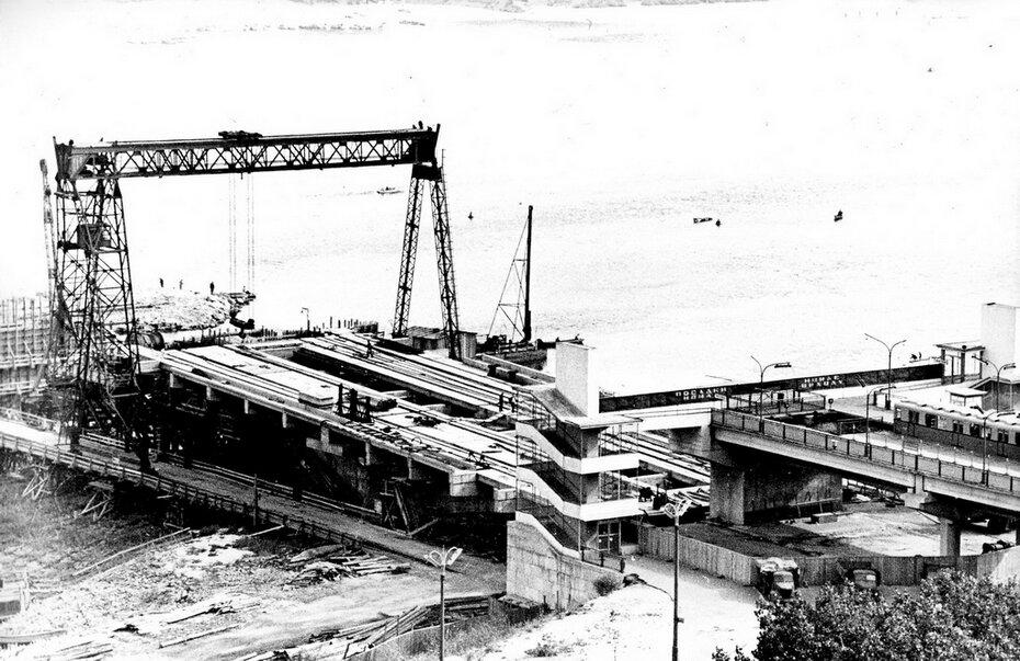 1963.10.05. Строительство моста метро. Фото: Сычев В.