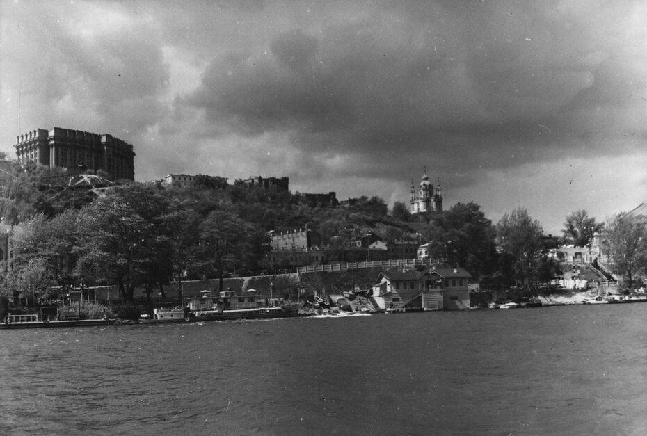 1954.05. Вид на правый берег Днепра.