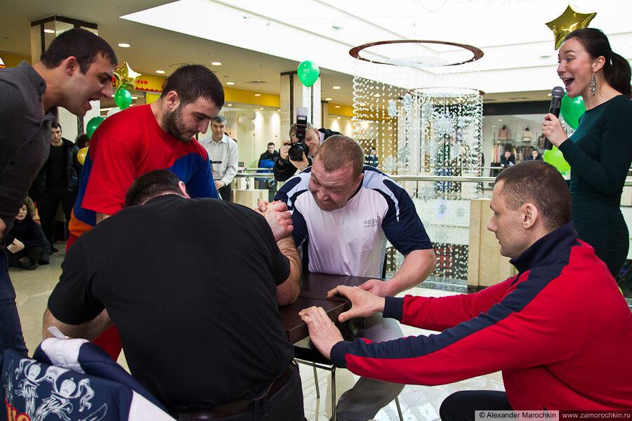 Чемпионат по армрестлингу в ТРЦ РИО 23 февраля 2013