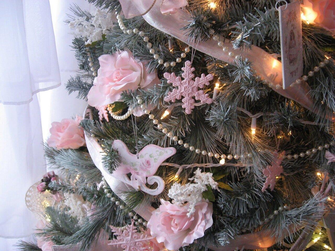 новогодняя елка в розовом