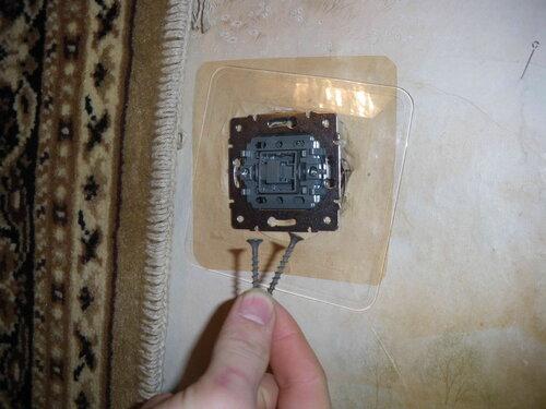 Фото 13. Способ крепления выключателя в условиях нецелесообразности замены установочной коробки решили не менять.