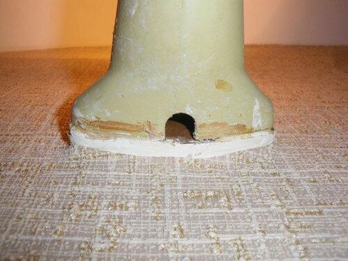 Фото 5. Основание светильника. Вид снизу. В основании предусмотрена выемка для проводов (внешней проводки).