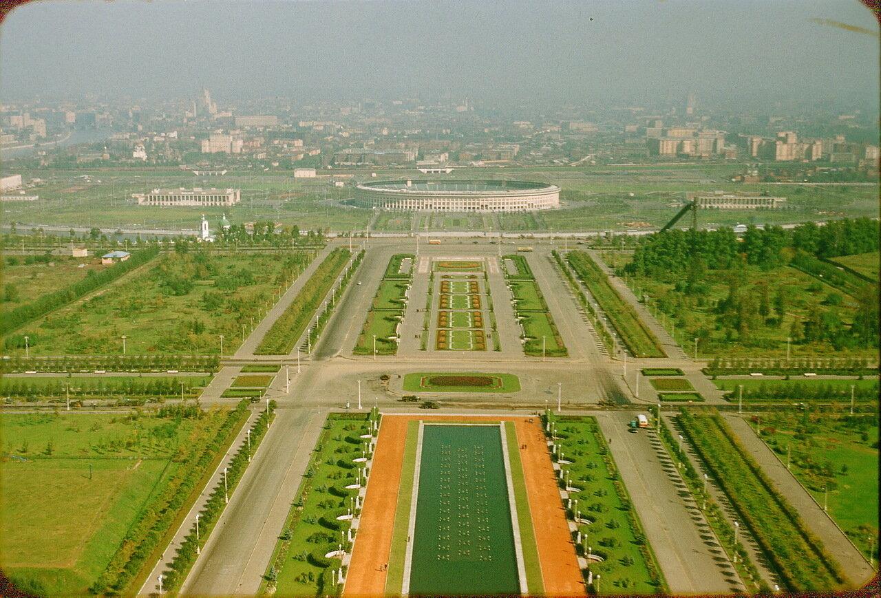 Центральный стадион имени В. И. Ленина. Вид с высоты МГУ. Москва, 1956 год