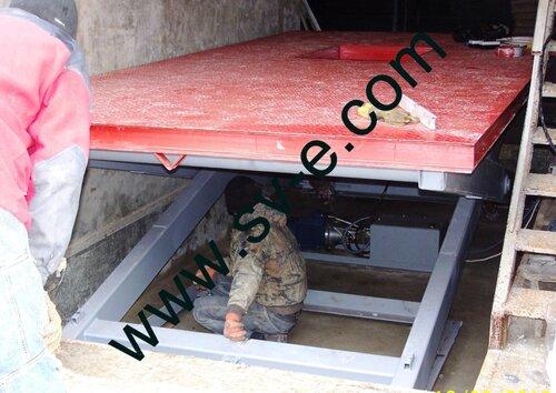 Инспекционный люк в одноножничном подъемнике