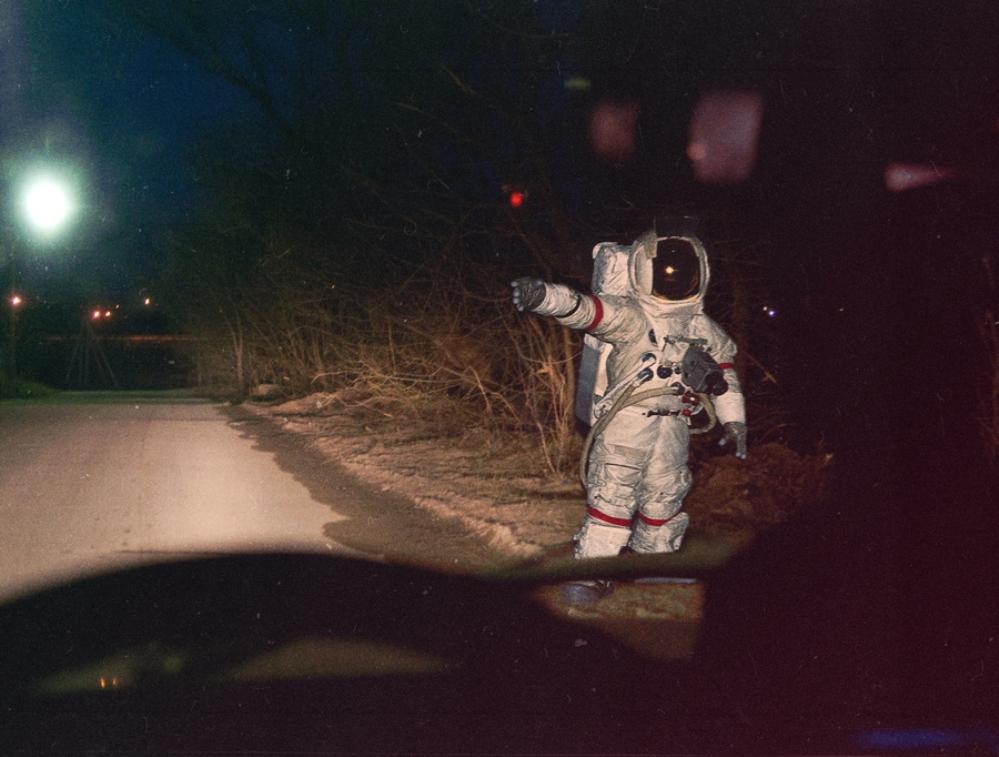 космонавт / Смешные картинки, приколы, видео, лучшие демотиваторы со смыслом и по-русски, много комиксов.