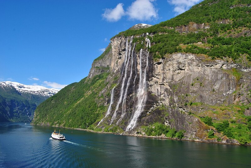 Водопады Гейрангер-фьорд в Норвегии